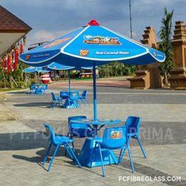 parasol fiberglass 4 set kursi